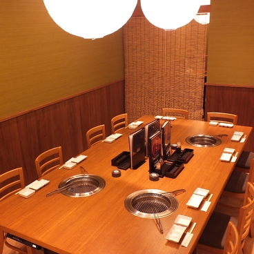 本格焼肉 萬まる THE OUTLETS HIROSHIMA店の雰囲気1