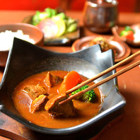 伝統的な和食に洋のエッセンスを加えた彩りモダン料理
