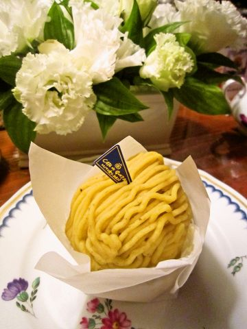 銀座で一番売れているモンブランが食べられるMIYUKIKAN3丁目店。珈琲と一緒にどうぞ