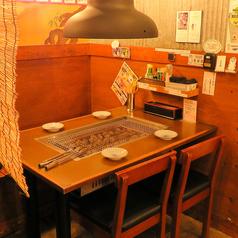 足元に優しい4名テーブル席各テーブルに換気システムがあるため空気も綺麗♪