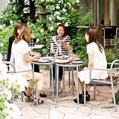 店内どこからでもお庭をご覧頂けます。晴れた日にはお庭でお食事もOKです!
