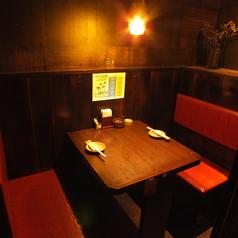 【ソファー席】優しい照明の2名様~の個室は、お友達同士の落着いた飲み会や女子会にも最適!居心地抜群のソファー席は、もちろんデートにもご利用頂けます♪アラカルト注文派には、いつでもOK飲み放題も!2時間1500円・3時間1800円(税抜) 詳細はクーポンへ!(※電話予約限定)