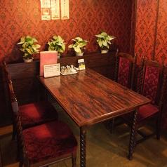親しみやすい雰囲気の店内で本格中華をお楽しみ下さい。1階4名様テーブル席はデートやご友人同士のご利用にも◎