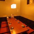 8名様用個室。程よくライトダウンされた店内。落ち着いた空間でゆっくりお食事とお酒を楽しんでください。個室・半個室は2名/4名/6名/10名など多数ございます。詳細については店舗までお問い合わせください。