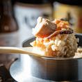 北九州市の美味しいものだけの集めました!メインは【ホルモン鉄板】か【釜炊きかしわ飯】と選べますので、お好きな方をお選びください♪【ホルモン鉄板】には〆のおじやもついてます!※飲み放題は別料金です