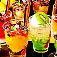 ドリンクメニューを豊富に取り揃えております。ハイボールやビール、ワイン、カクテルなど60種類以上のドリンクをご用意しております。飲み放題もございます。飲み放題は『スタンダード飲み放題』、『プレミアム飲み放題』の2種類をご用意しております。