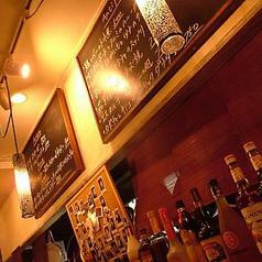 カウンター上の黒板にもご注目ください!美味しい日替わりメニューは毎日10種類以上をご用意しております。