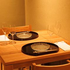 【テーブル席】2名様用のテーブル席。ご友人や同僚とのお食事やデートでのご利用にも最適。快適にお過ごしいただけます。