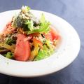 料理メニュー写真10品目野菜の美肌促進サラダ