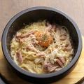 料理メニュー写真石焼カルボナーラ