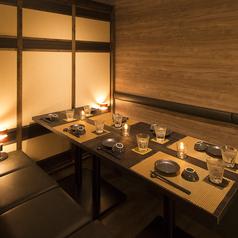 柔らかな間接照明が照らす、大人の隠れ家...川崎駅徒歩3分の好立地にございますので、集合もラク♪高級感溢れる和空間でご宴会!雰囲気抜群な完全個室を、多数ご用意しております!贅沢なプライベート空間で、ご宴会をお楽しみ下さい。お得なクーポンを多数ご用意しておりますので、この機会に是非ご利用下さい。