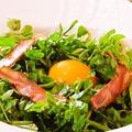料理メニュー写真ベーコンとクレソンのサラダ
