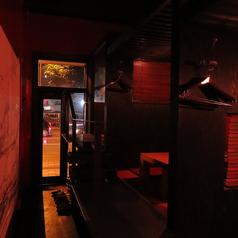 デザイナーな仕掛けた高さが違う個室。宙に浮いてる感じが楽しめます。