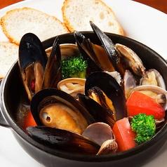 料理メニュー写真ムール貝とアサリのアヒージョ