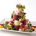 宴会コース利用限定】ご宴会コースご利用のグループ限定!特別な記念日を盛り上げるのにピッタリのサプライズ演出 『ロールケーキツリー』 を+3,000円でお付けできます♪