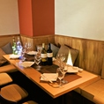 壁側ベンチソファー席もご用意!ワインや日本酒、焼酎からカクテルまで様々な種類のお飲物やお料理をそろえております!