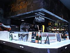 清潔なカウンターでゆっくりお酒が楽しめます!!