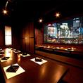 【新宿西口 個室居酒屋】光と影が織りなす和空間。くつろぎのひと時を是非当店で!新宿西口で夜景の見える個室居酒屋でのご宴会は当店で!