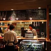 カウンターで味わう本格肉料理とワインは最高!スタイリッシュな店内&スタッフの笑顔で皆様に、楽しんでいただける環境がここにはあります!是非、大切な人との楽しい時間を当店でお過ごしください!席のみ予約もOK。お電話でご予約ください。