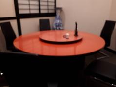 円卓の個室はゆっくりお話しができ、接待やお祝い事での利用も◎