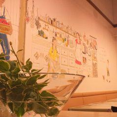 全テーブルから見える14mの壁画は圧巻!