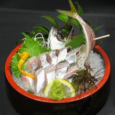 料理メニュー写真釣ったアジで活き造り/タタキ/唐揚げ/塩焼き