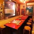 大きな窓がある半個室は居心地の良さ抜群!!送迎会、歓迎会は田町の人気沖縄料理の青空へどうぞ☆