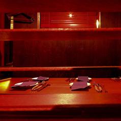 段違い個室をW結合すると10名様迄の個室となります。テーブル&個室。世界初のテーブル座敷スタイルを楽しめます。