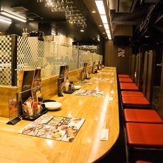 駅前通店はカウンターも広々。隣のお席を気にせずに食事をお楽しみ戴けます。