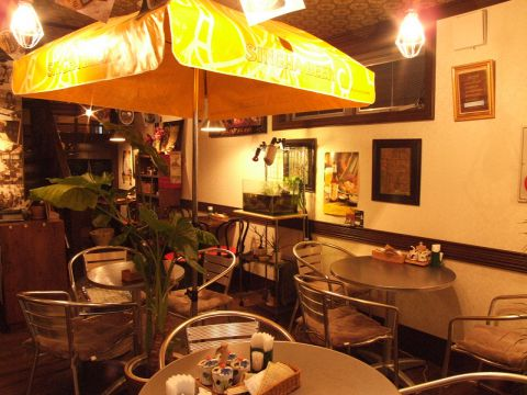 タイの屋台をイメージした店内は、タイの小物を散りばめとっても楽しい雰囲気♪