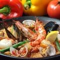 料理メニュー写真漁師風いろいろ魚介のパエリヤ(Rサイズ)