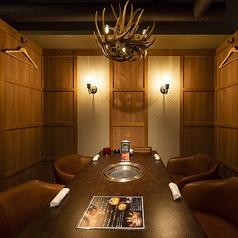 2階は全て個室(7室)となっており1室1室の雰囲気を毎回お楽しみいただけます。最大30名の宴会にもご利用いただけます。
