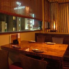 テーブル席。夜景も見れちゃいます