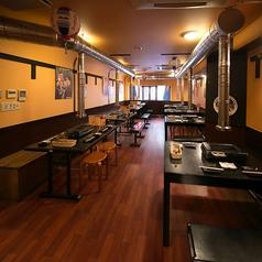 テーブル席は4人掛けが8個ございます。最大35名様まで団体利用・貸切も可能です!