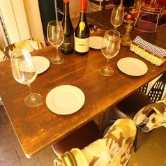 <4名テーブル×1席>ございます。店内全体が見渡せるテーブル席!プチ宴会にぴったりなお席です♪