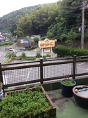 店内から見下ろした風景。自然に囲まれて空気も美味しい!