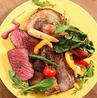 炭火でじっくり焼き上げるお肉はガッツリ食べ応えアリ!