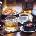 当店ではワインやビール、焼酎や日本酒などドリンクも豊富に取り揃えております。お飲みいただくものによってお料理の味も変化していきます。ご利用シーンやお客様の気分に合うものをお選びください。飲み放題のプランもございますので、是非ご検討ください。