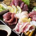 料理メニュー写真熊本といえばやっぱり馬刺し。とめ手羽の馬刺しは自慢の逸品。