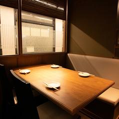 2名様よりテーブルのご利用OK。広々とお席をご利用頂けます。