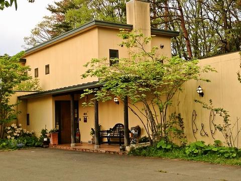 ゆったり、のんびり、そしてぶらりと、四季折々の景色を楽しめる森の中のレストラン。