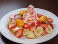 料理メニュー写真たっぷりフルーツとハチミツのパンケーキ