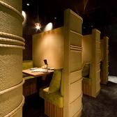 【3F】2名様むけのスタイリッシュなソファ半個室をご用意しております。