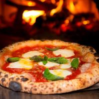 本場ナポリの薪窯で焼き上げるピッツァや薪窯料理は絶品