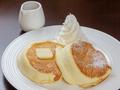 料理メニュー写真メープルバターホイップのパンケーキ