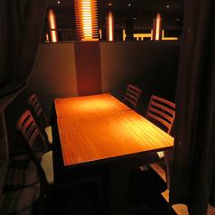 ゆとりを持ってテーブルを配置しているので、開放的な気分に♪