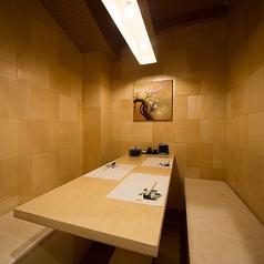 和とモダンをテーマにした落ち着いた雰囲気の全席扉付の完全個室♪2名様~団体様まで完全個室席を完備♪金山駅近辺での接待や宴会などに最適のプライベート個室空間♪