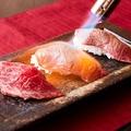 料理メニュー写真ブランド黒毛和牛の炙り肉寿司(一貫)