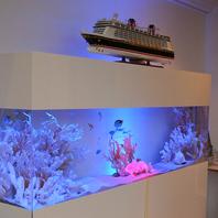 幻想的に演出された水槽。記念日・サプライス演出も…