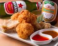 料理メニュー写真ジューシー鶏の唐揚げとチキンカツ盛り合わせ